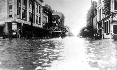 Market_Street,_1915_Galveston_flood